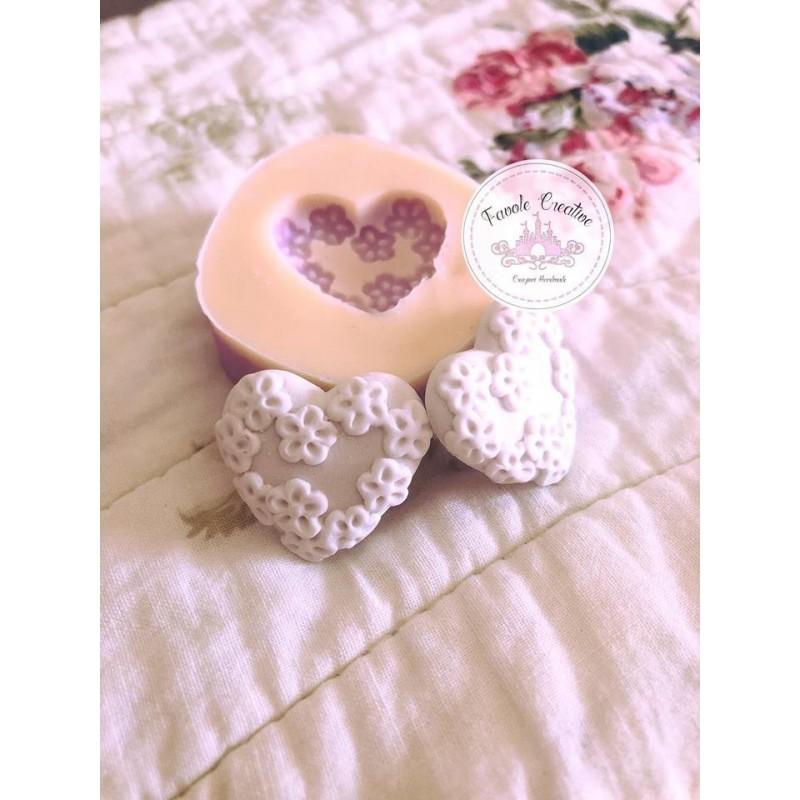 Stampo in silicone piedini con cuore per decorazioni gessetti bomboniere
